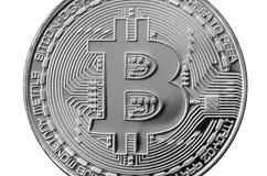 Bitcoin Физическая монетка бита Валюта цифров Концепция минирования Cryptocurrency Серебряная монета с символами bitcoin изолиров стоковые изображения