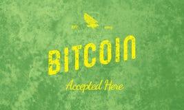 Bitcoin aceitou aqui o amarelo retro do projeto no verde Imagem de Stock