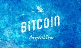 Bitcoin aceitou aqui o branco retro do projeto na luz - azul Fotografia de Stock Royalty Free