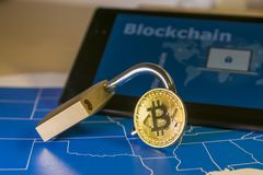 Free Bitcoin And Open Padlock Over A US Map And A Screen With Blockchain Word Royalty Free Stock Photo - 105135925