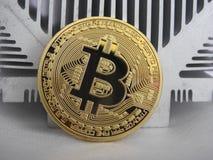Bitcoin auf Aluminiumprofil Lizenzfreies Stockbild