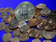 Bitcoin auf einem Stapel von Eurocents Lizenzfreies Stockbild
