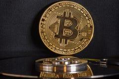 Bitcoin auf Festplatte stockfotos