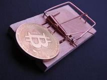 Bitcoin auf Mäusefalle lizenzfreie stockbilder