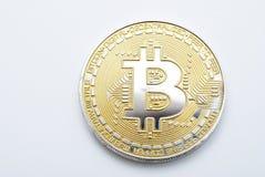 Bitcoin auf Weiß Lizenzfreies Stockfoto
