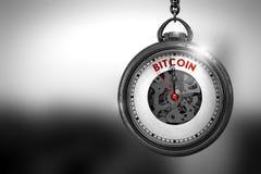 Bitcoin auf Weinlese-Uhr-Gesicht Abbildung 3D Stockbilder