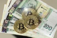 Bitcoin avec le billet de banque bulgare de cent levs Image libre de droits