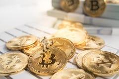 Bitcoin avec peu de chiffre sur le clavier Image stock