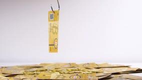 Bitcoin-Banknote aufholte und hob mit Haken an stock video