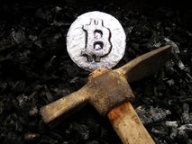 Bitcoin-Bergbau Ein Bergwerk mit wirklicher Hardware lizenzfreies stockfoto