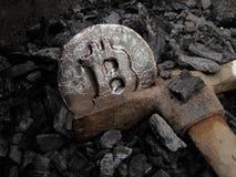 Bitcoin bryta En min med verklig maskinvara arkivfoton