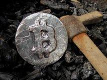 Bitcoin bryta En min med verklig maskinvara royaltyfri foto