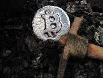 Bitcoin bryta En min med verklig maskinvara arkivfoto