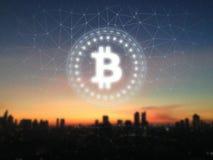 Bitcoin BTC glöd ledde undertecknar över soluppgång och stadsbakgrund stock illustrationer