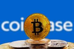 Bitcoin BTC sul cryptocurrency con il fondo di logo di Coinbase Fotografie Stock