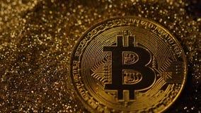 Bitcoin cade con si dirige e la polvere di oro pilota la macro stock footage