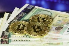 Bitcoin con el billete de banco búlgaro de cientos levs Fotografía de archivo libre de regalías