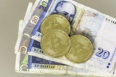 Bitcoin con el billete de banco búlgaro de veinte levs Fotos de archivo