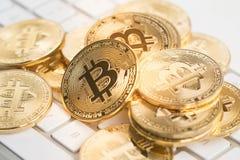 Bitcoin con el teclado Imágenes de archivo libres de regalías