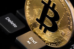 Bitcoin con la tastiera Fotografia Stock Libera da Diritti