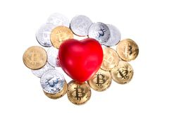 Bitcoin conceptuel de cryptocurrency avec le coeur rouge dénotant l'amour o Photo libre de droits
