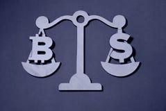 Bitcoin contra el dólar encendido foto de archivo