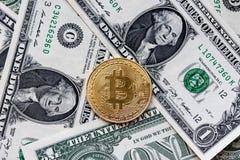 Bitcoin, crypto devise, argent électronique et le dollar Photos libres de droits
