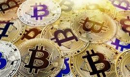Bitcoin Cryptocurrency begrepp av faktiska mynt för faktisk valutabakgrund arkivbilder