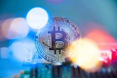 Bitcoin/Cryptocurrency en Lichten + Elektronika royalty-vrije stock fotografie