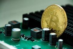 Bitcoin, Cryptocurrency i elektronika/ obrazy royalty free