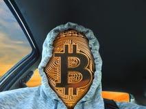 Bitcoin cryptocurrency twarz jest ubranym hoodie zdjęcie royalty free