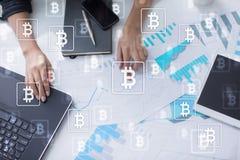 Bitcoin-cryptocurrency Vermarkten Sie den Handel, Finanztechnologie und digitales Geldkonzept stockfotos