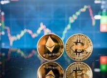 Bitcoin d'affaires et argent de finances de pièce de monnaie d'ethereum Photo libre de droits