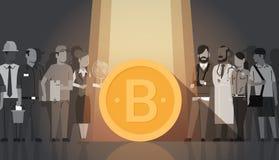 Bitcoin d'or au-dessus de concept moderne de devise de Digital d'argent de Web de foule de personnes de silhouette Photographie stock libre de droits