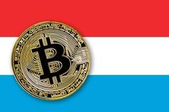 bitcoin da moeda da ilustração 3D na bandeira de Luxemburgo Fotos de Stock Royalty Free