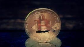 Bitcoin de Cion, mintiendo en la pantalla con una imagen de la carta de citas, moneda crypto Blockchain de la tecnología almacen de video