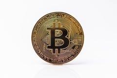 Bitcoin Bitcoin de oro aislado en el fondo blanco Fotografía de archivo libre de regalías