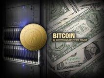 Bitcoin de oro en el servidor y dólares de fondo Fotografía de archivo libre de regalías