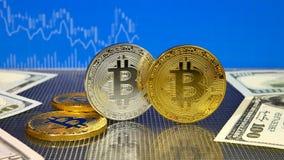 Bitcoin de oro y de plata en fondo abstracto azul de las finanzas Cryptocurrency de Bitcoin ilustración del vector