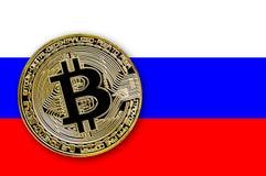 bitcoin de pièce de monnaie de l'illustration 3D sur le drapeau de la Russie Photographie stock
