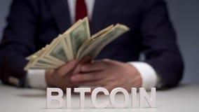 Bitcoin de système électronique de paiement Bitcoin numérique décentralisé de devise banque de vidéos