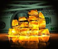 Bitcoin in de vorm van een muntstuk uit gouden blokken wordt bijeengezocht dat Stock Afbeelding