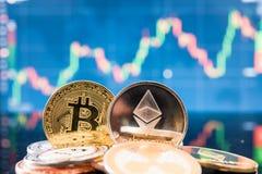 Bitcoin del negocio y dinero de las finanzas de la moneda del ethereum imagen de archivo