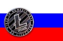 bitcoin della moneta dell'illustrazione 3D sulla bandiera della Russia illustrazione di stock
