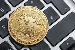 Bitcoin - den Digital cryptocurrencyen royaltyfri foto