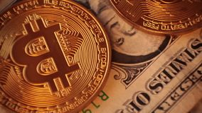 Bitcoin di valuta di Cripto Dollaro americano, euro video d archivio