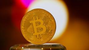 Bitcoin digital valuta eller faktiska pengar Bitcoin är den Digital byrackan Arkivbild