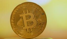 Bitcoin digital valuta eller faktiska pengar Bitcoin är den Digital byrackan Arkivbilder