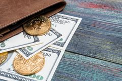 Bitcoin dolara i pieniądze złoty menniczy Nowy wirtualny tło Zdjęcia Royalty Free