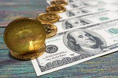 Bitcoin dolara i pieniądze złoty menniczy Nowy wirtualny tło Obraz Royalty Free
